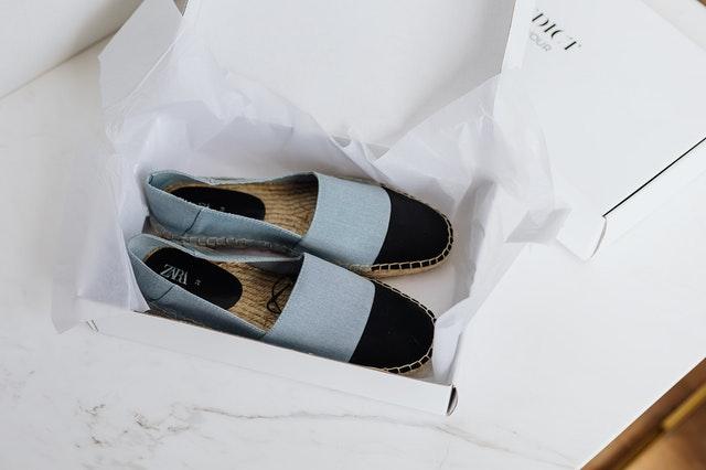 vouwdoos wit verpakking schoenen